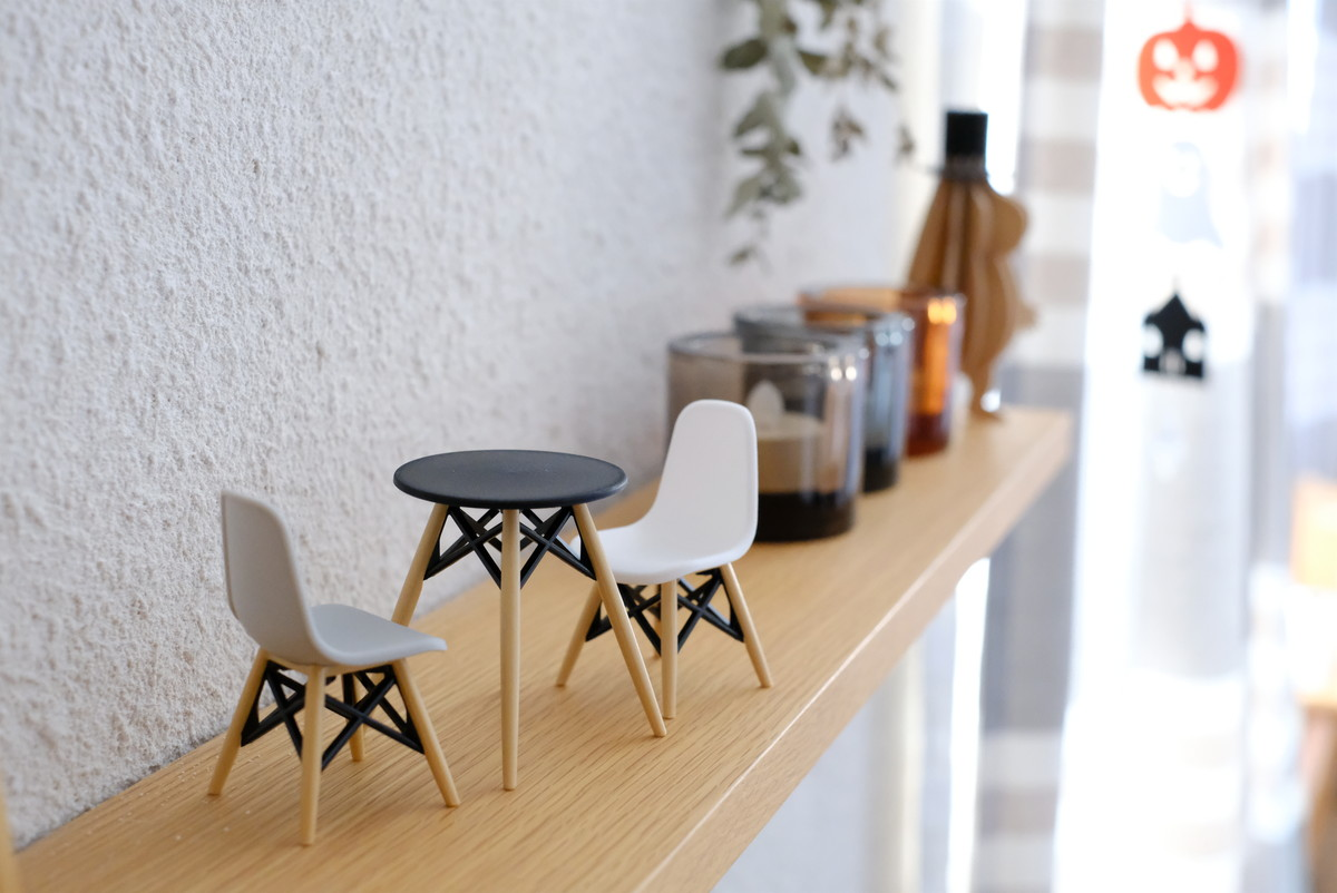 セリア・ミニチュアデザインテーブル・リビング・テレビ上・無印・壁に付けられる棚①